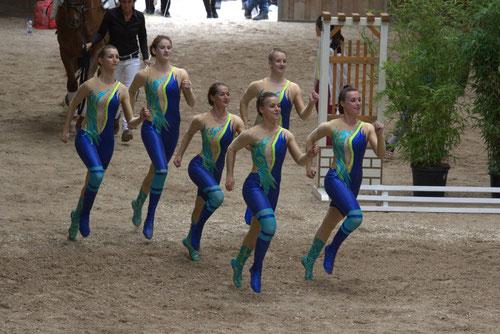Siegermannschaft Schwegenheim beim Einlauf