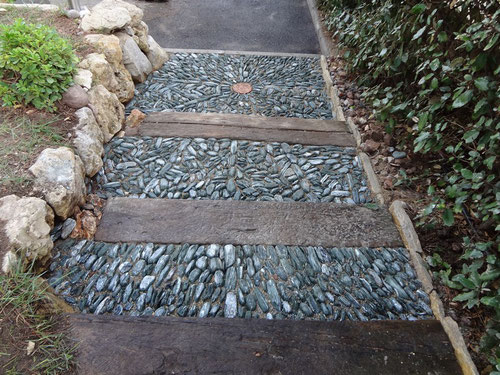 pebbles-arrangement-calade-var-frejus