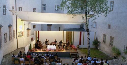 Kleine Festspiele auf der Burg Golling