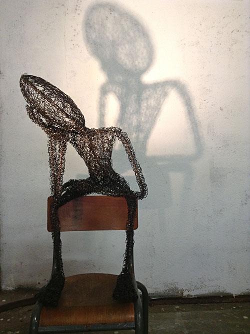 Enfance(s) n°1, fil de fer et fer à béton, chaise, 120cm x 90 cm, 2018 - commande arthotèque Canopé 54