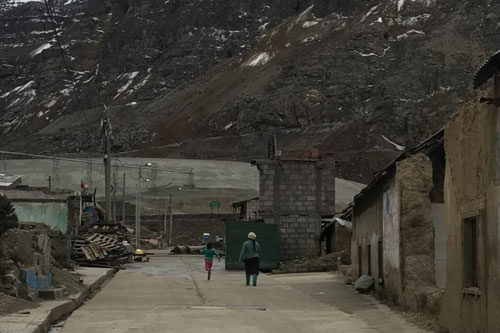 Más de 60 familias no aceptan dejar el antiguo pueblo de Morococha. Foto (CC): Hiperactiva Comunicaciones /Mongabay.
