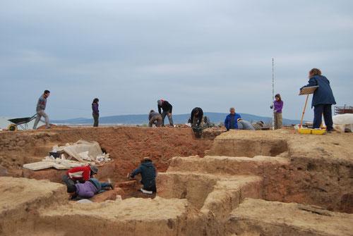 Excavación en el yacimiento del Turuñuelo de Guareña (Badajoz). / IAM-CSIC.