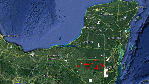 El proyecto PACUNAM LIDAR INITIATIVE con su cobertura de 2100 km2 (rojo) es el reconocimiento LiDAR de mayor extensióndentro de la zona Maya (polígonosblancos). / NCALM