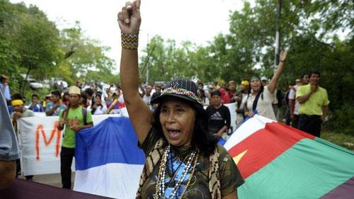 Mujeres indígenas exigieron participación política en instituciones públicas. Imagen: Agencia AFP.