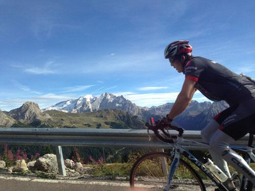 トレンティーノ山岳地帯を走るサイクリスト!
