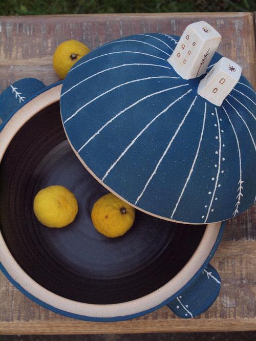 大きな土鍋大と小さな柚子