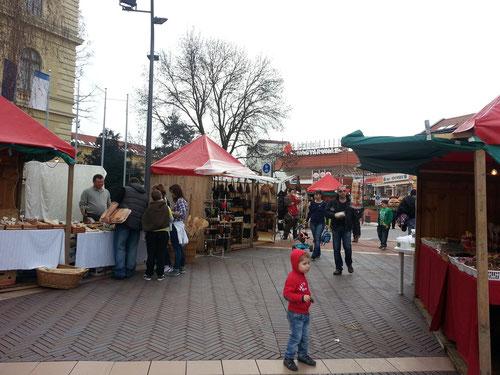 kleiner Markt am Dugonics tér