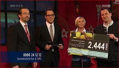 (c) ORF - 24.12.2012 Spendenübergabe (Reinerlös vom Konzert am 16.12.2012) Richard Berchtold (LIEDERmännerChor), ORF-Mod, Breznik David, Gerda Berchtold (Chörig), Edwin Mennel (Chor St. Martin)