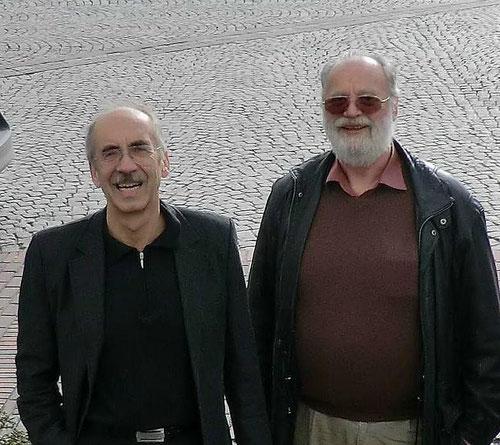 Forschungsleiter StD, Dipl.-Ing. Block (links) und der Laborleiter Herr Jansen bieten eine praxisnahe Ausbildung und präzise Forschungsergebnisse über Datentransfer in Echtzeit für kleine und große Unternehmen.