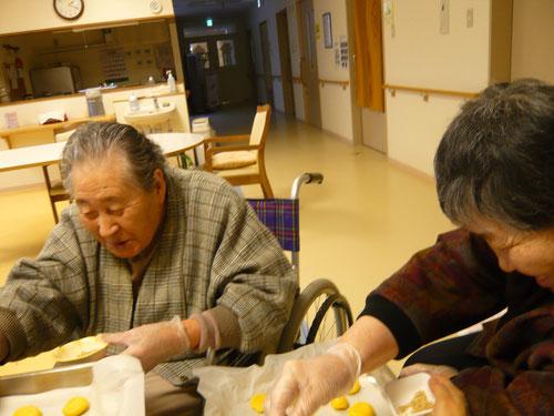 「みんなが美味しく食べてくれるといいわね~」と、お二人で一生懸命作ってくださいました。