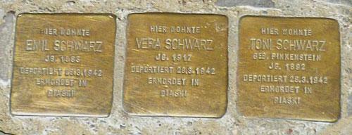 Stolpersteine für Emil, Vera und Toni Schwarz © Diana Schaal