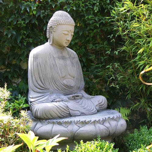 Buddha statue Amida-Buddha