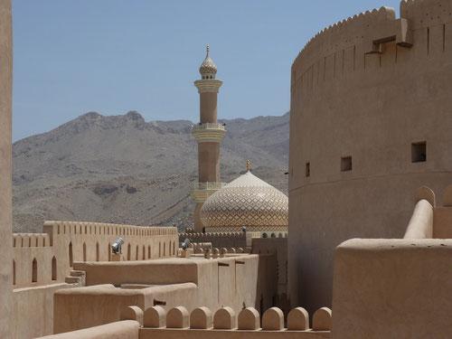 Blick vom Fort auf die Moschee von Nizwa