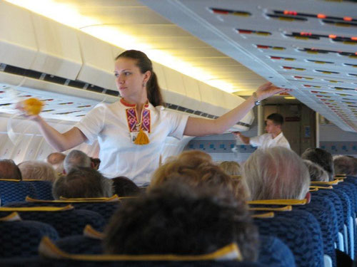 Demonstration der Sauerstoffmaske an Bord einer MD-80/Courtesy: Dubrovnik Airline