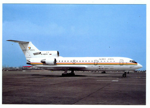 Postkarte mit einer YAK-42D im Farbkleid der Aero Asia