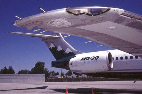 Schöne Perspektive auf das Leitwerk einer MD-90/Courtesy: Reno Air