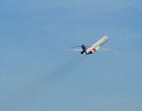 Typische Silhouette einer MD-80 kurz nach dem Abflug/Courtesy: René Kaminski