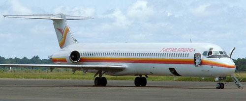 Die MD-82 der Surinam Airways mit geöffnetem Haupteingang und Servicetür/Courtesy: Surinam Airways?