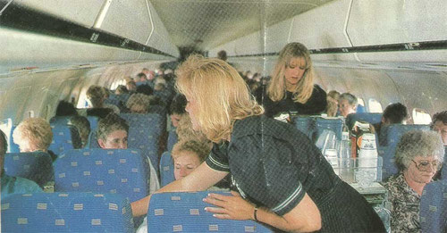 Kabinenservice in einer MD-80 der American Airlines, 1990er/Courtesy: American Airlines