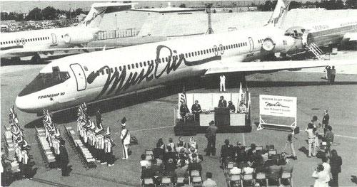 Übernahme der ersten MD-82/Courtesy: McDonnell Douglas