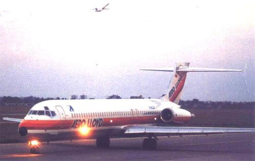 """Oft wird auf dem Weg zur Startbahn Passagieren eine """"Safetydemo"""" gezeigt/MD-87/Courtesy: Aero Lloyd"""