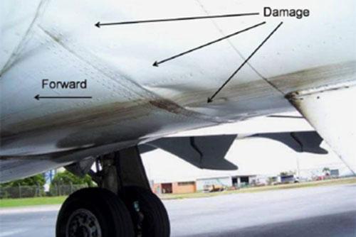 Schäden hinter der Tragfläche/Courtesy: ATSB