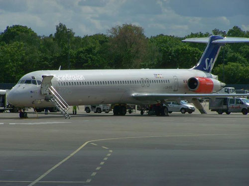 Eine MD-82 im Frühsommer 2012 auf dem Flughafen Berlin-Tegel/Courtesy: René Kaminski