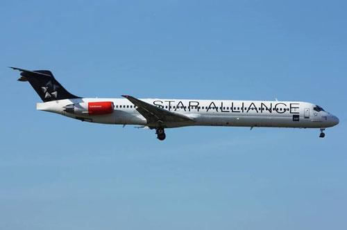 Eine MD-82 im Anflug auf Frankfurt, Ende September 2013/Courtesy: NicolasG