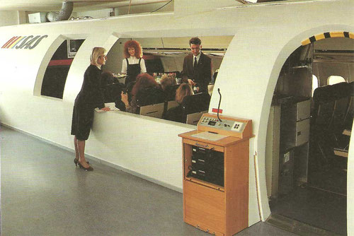 Serviceabläufe werden oft trainiert, hier in einem DC-9/MD-80-Mockup/Courtesy: SAS