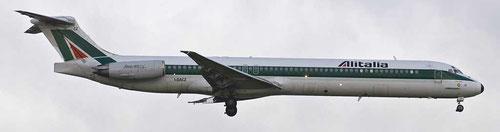 MD-82 im Farbkleid der Alitalia/Courtesy: Peter van Maaren