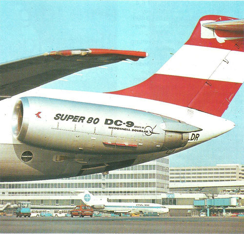 "In individueller Schriftart ""SUPER 80"" + ""DC-9 Series 80 McDonnell Douglas""/Courtesy: Austrian Airlines"