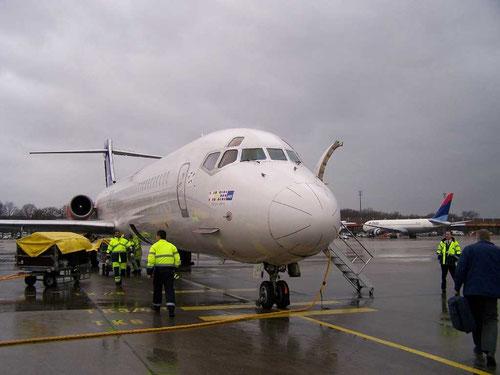 Eine MD-87 wird abgefertigt und schaut dabei freundlich in die Linse!/Courtesy: René Kaminski