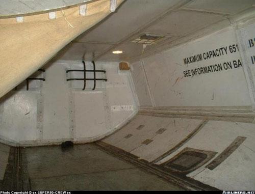 Die Frachträume der MD-80 sind ausgekleidet, damit die Struktur geschützt wird. Hier sieht man einen Teil des Frachtraumes einer MD-83 der Jetsgo/Courtesy: ex Super80-Crew ex