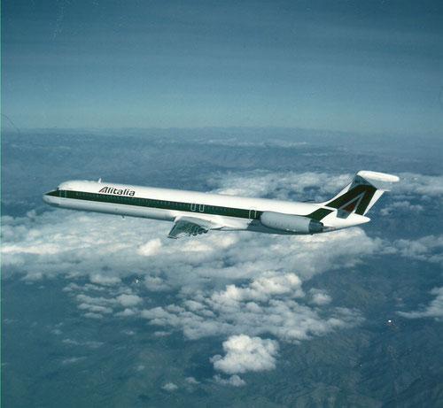 MD-82 im Farbkleid der Alitalia/Courtesy: McDonnell Douglas