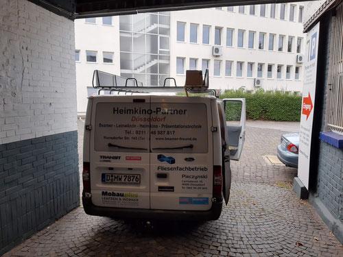 Leinwandmontage, Transporter, Abfahrt