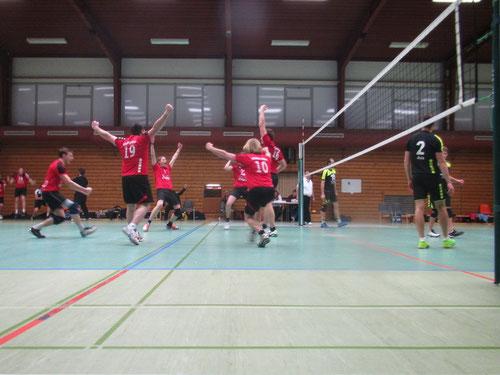 Große Freude nach dem erfolgreichen Matchball! Foto: Henning Müller