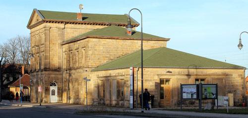 Das seit Jahren leerstehende Bahnhofsgebäude von 1873