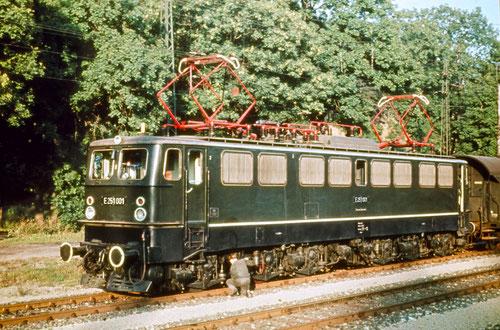 E251 001 mit Personenzug in Königshütte 1967