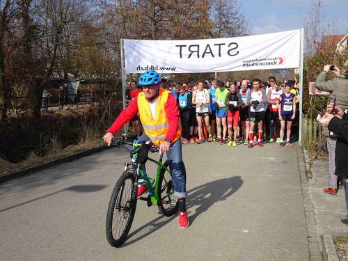 Luc mit Bike und Kamera ausgerüstet (Foto: Leimentaler Lauf)