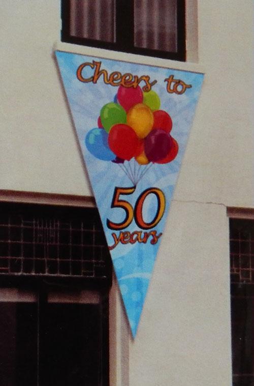 "Gevelvlag ""Cheers to 50 years"" 90x150 cm € 4,99"