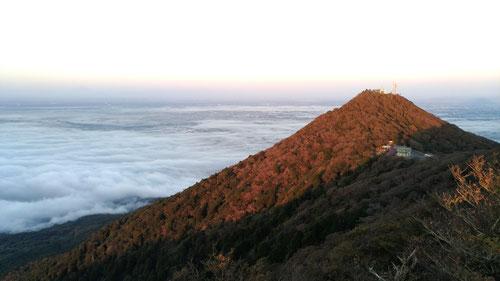 雲海と筑波山(男体山)