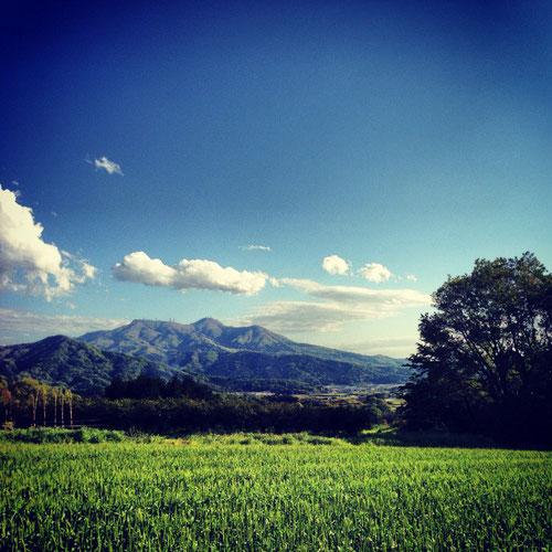 加波山神社から見る筑波山