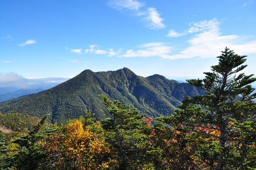 小真名子山から望む女峰山(栃木県日光)