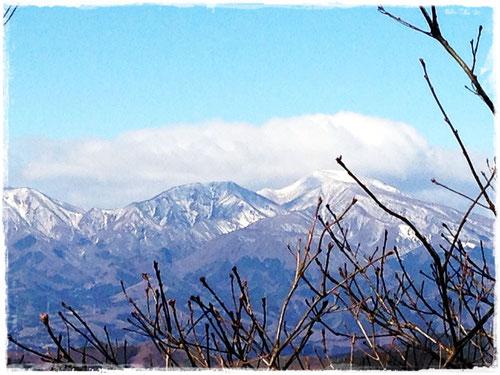 鳴神山稜線から眺める赤城山