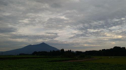 下山する頃には夕方になっておりました・・・筑波山