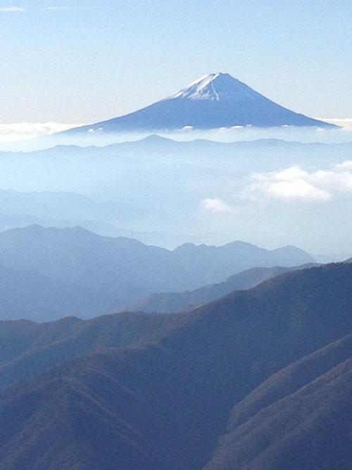 甲武信ヶ岳から望む日本一の富士山(夢は大きく珈琲の味も日本一)