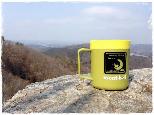 タイタニック岩でのんびりコーヒータイム @雨巻山