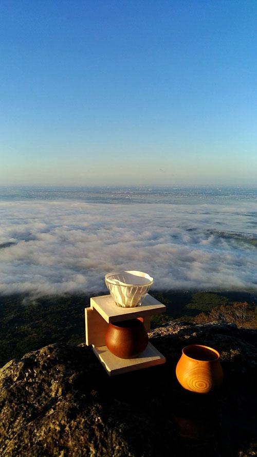 @立身岩で日の出と雲海を眺めながらコーヒータイム