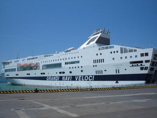 Порт Чивитавеккия в Риме, круизный лайнер
