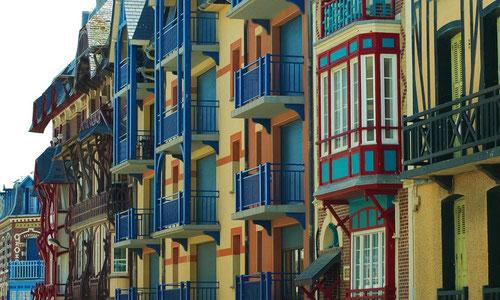 Façade des maisons 1900 sur l'esplanade